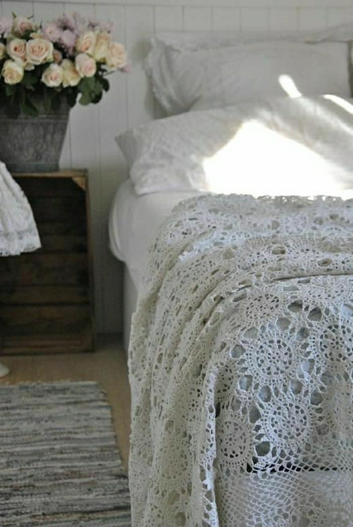 Decken-häkeln-in-weiß-ländliche-gestaltung-resized