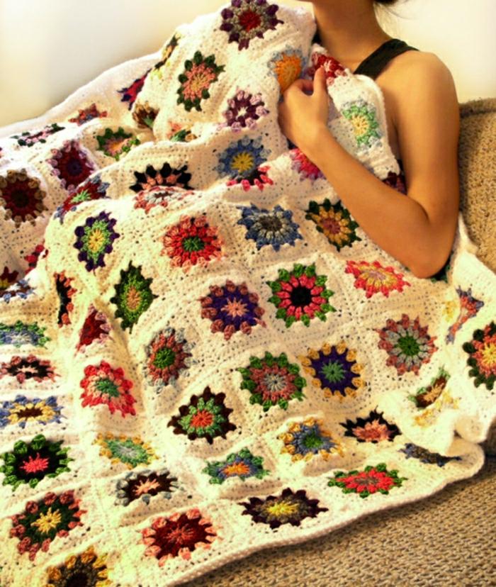 Decken-häkeln-quadratisch-und-blumen-resized