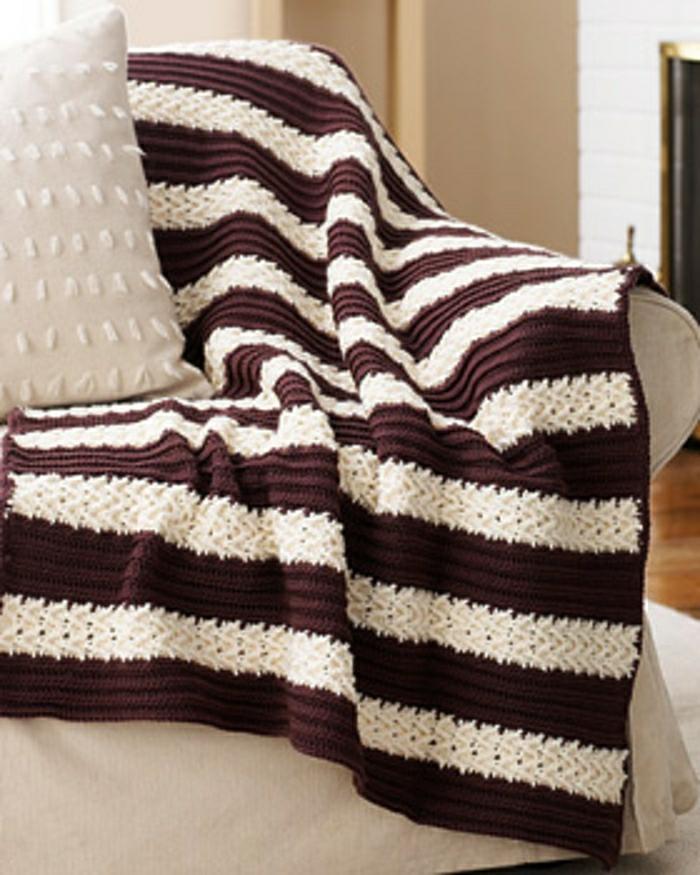Decken-häkeln-zwei-farben-und-couch-resized