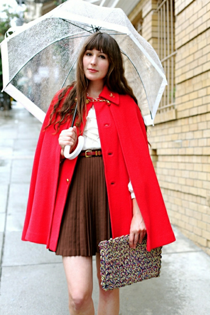 Durchsichtiger-Regenschirm-frau-rot-mantel