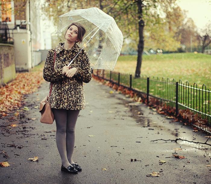 Durchsichtiger-Regenschirm-herbst-mädchen