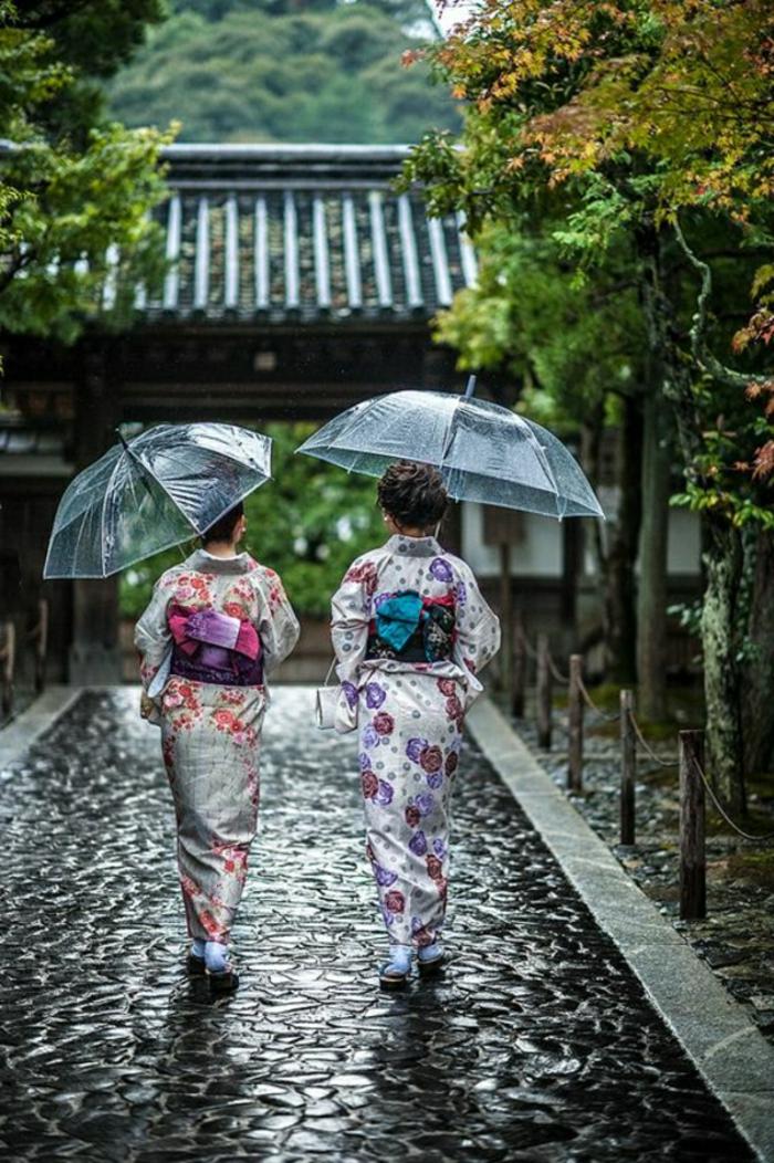 Durchsichtiger-Regenschirm-in-japan
