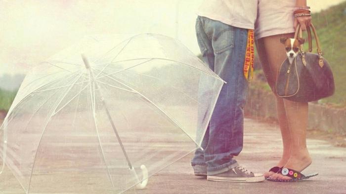 Durchsichtiger-Regenschirm-regen-junge-und-mädchen