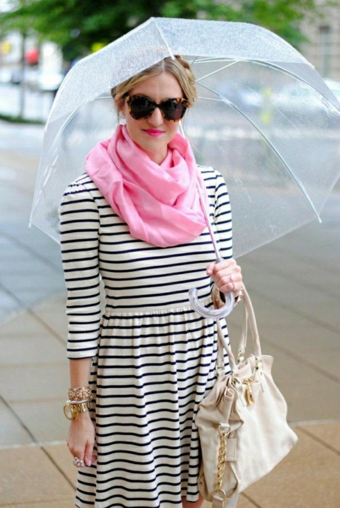 Durchsichtiger-Regenschirm-rosig-schall-