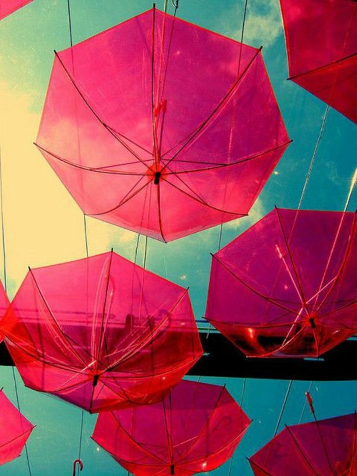 Durchsichtiger-Regenschirm-rosig-und-himmel