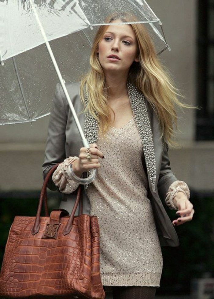 Durchsichtiger-Regenschirm-und-braun-hand-tasche