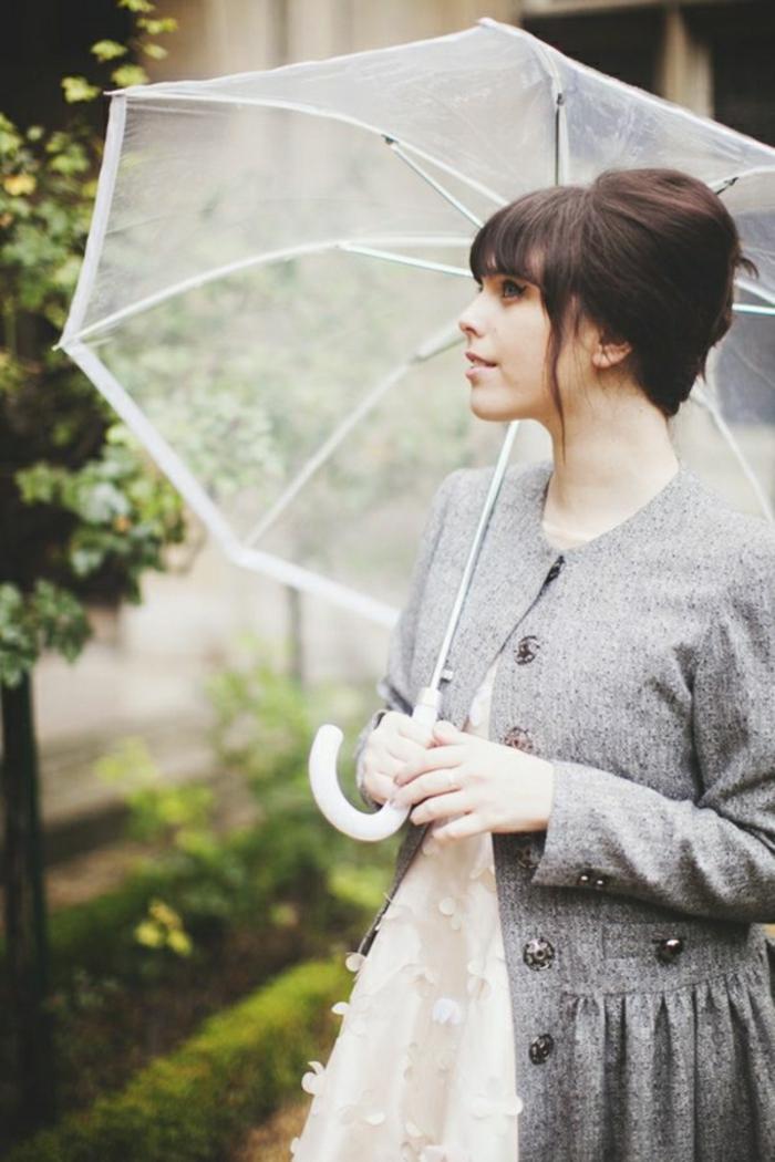 Durchsichtiger-Regenschirm-vitage-foto-dame-mit-mantel