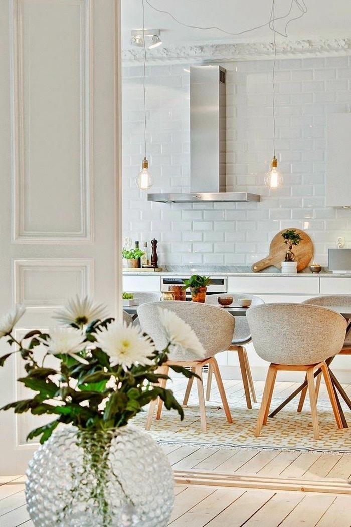 Esszimmer-Pastellfarben-stilvolles-Interieur-Designer-Sessel