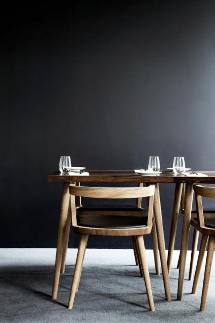 Esszimmer-minimalistische-Einrichtung-hölzerner-Esstisch-passende-Sessel