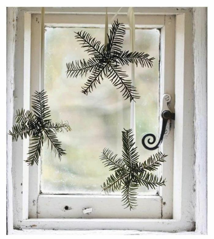 Fenster-Gestaltung-Winter-Symbole-Tannenzweige