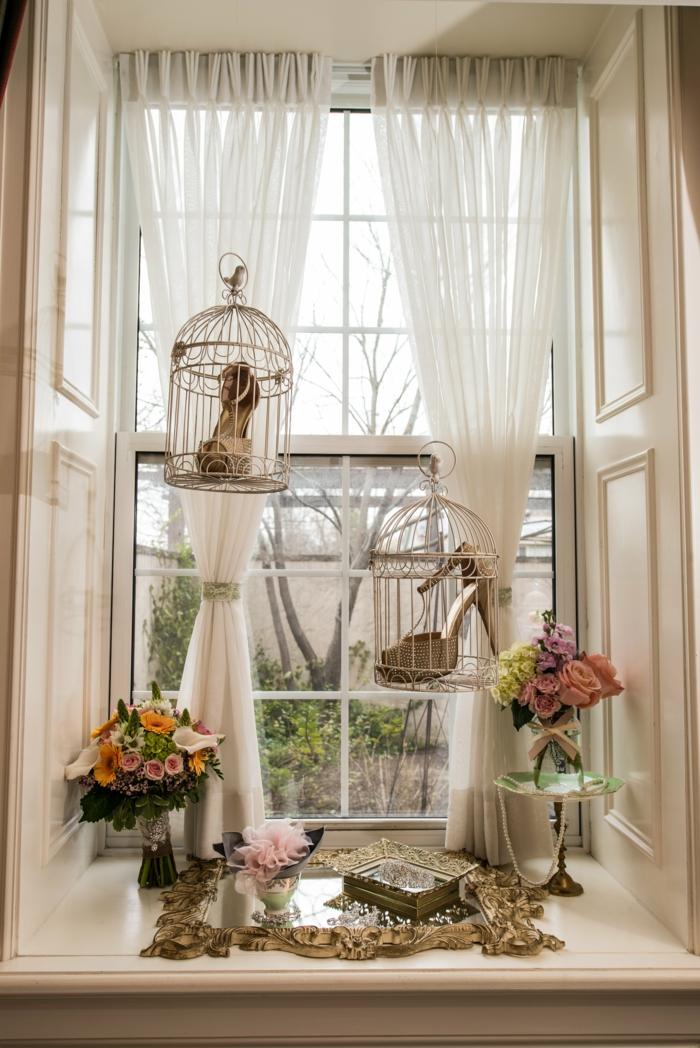 vintage- Komposition-Blumen-Fenster-Käfige