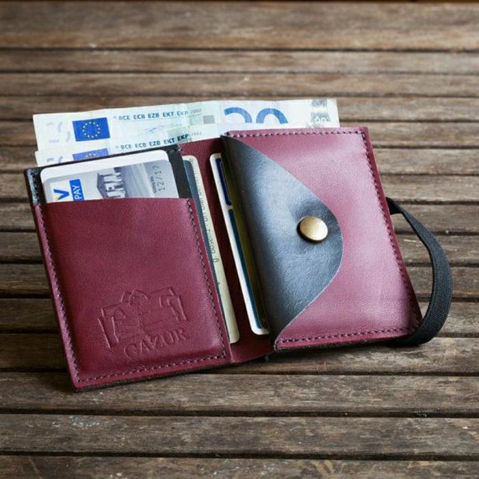 Frauen-Geldtasche-weinrote-Farbe-schwarzer-Akzent