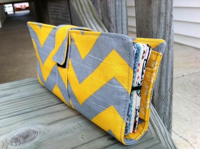 Geldbörse-Textil-grau-gelb-geometrische-Figuren