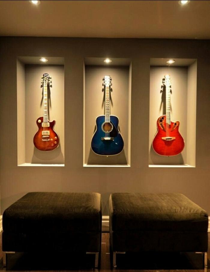 Gitarren-an-die-Wand-aufhängen-originelle-Idee
