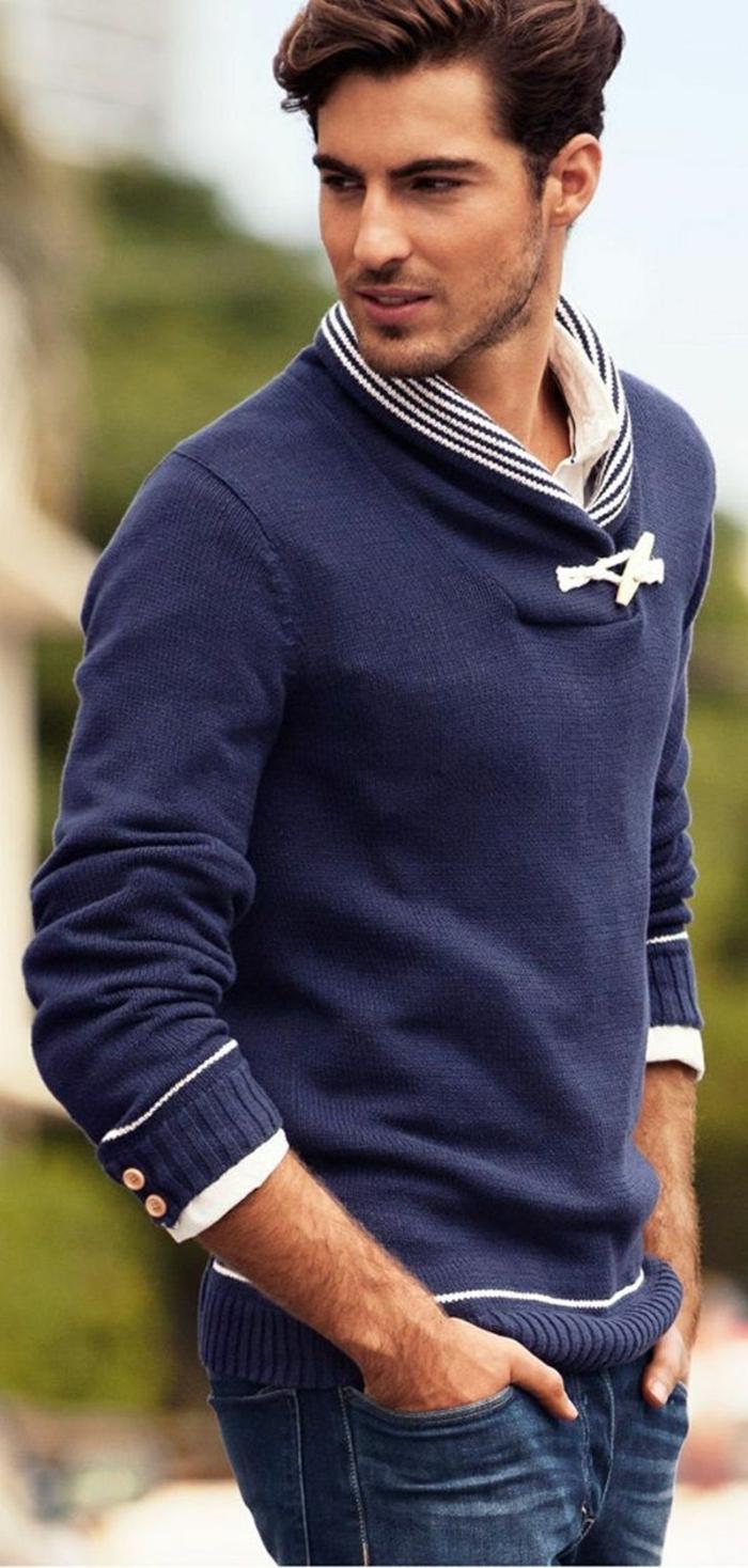Herren-Pullover-blau-weiße-Akzente-50er-Mode
