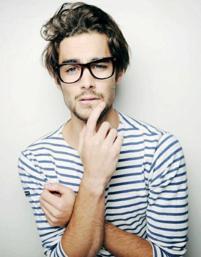 Hipster-Brille-für-ovales-Gesicht-Bluse-Streifen