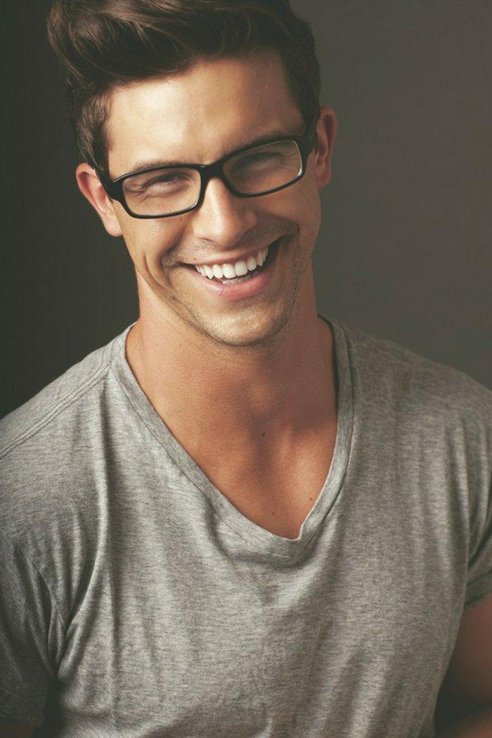 Hipster-Brille-schlichtes-Modell-hübscher-Mann