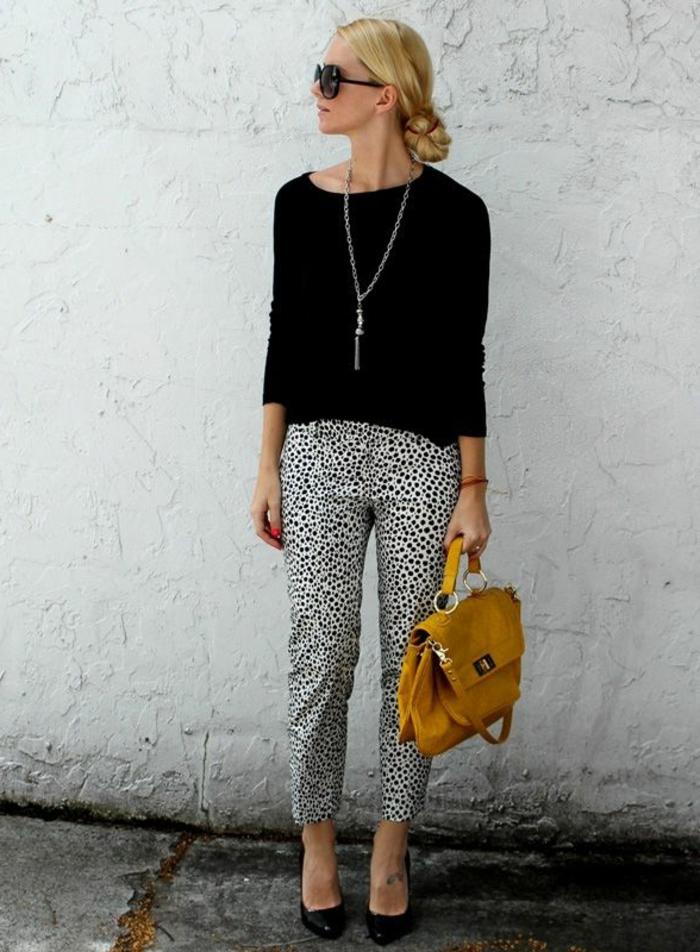Hosen-Dalmatin-Print-Sonnenbrille-schwarzer-Pullover-coole-Tasche