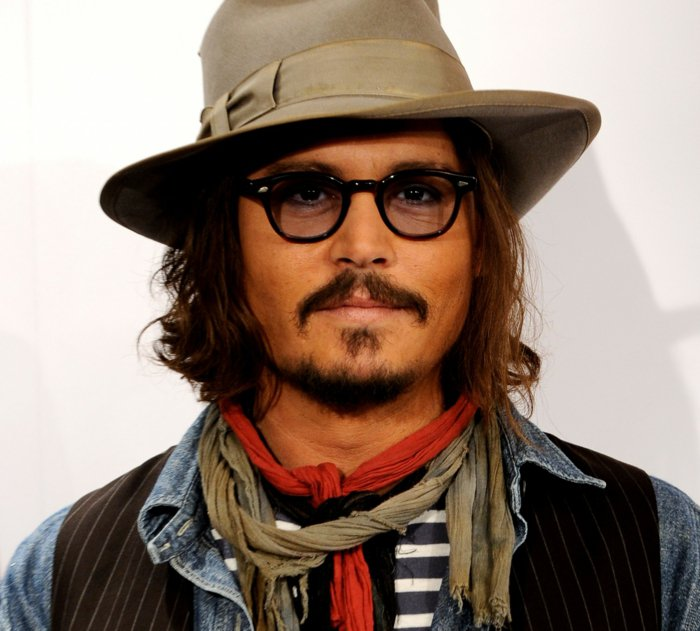 Johnny-Depp-Brille-Kleidung-Hut-hipster-style