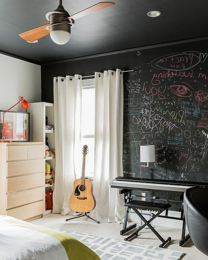 Jugendzimmer-schwarze-Wände-Musikinstrumente-elektronisches-Klavier-Akustik-Gitarre