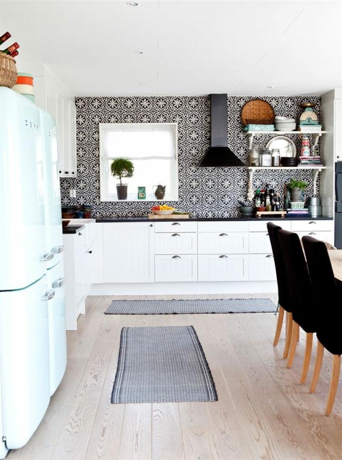Küchen-Interieur-schwarz-weiße-Gestaltung-coole-Tapeten