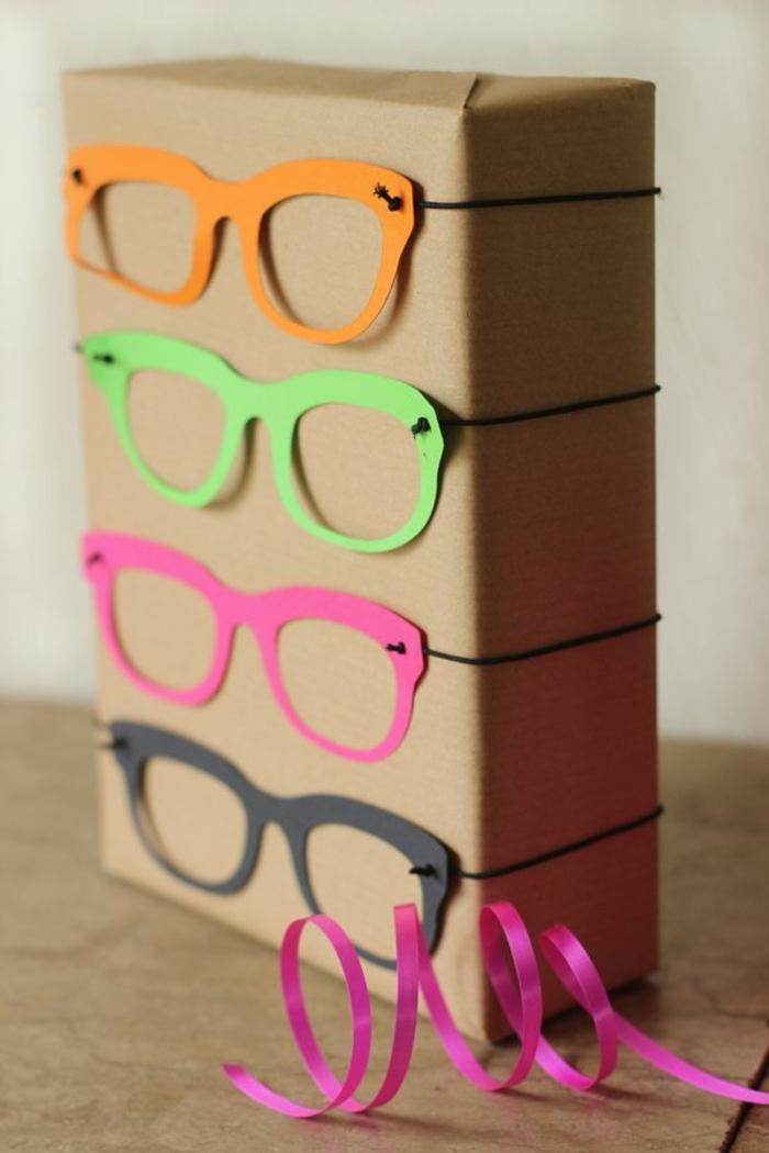 Kinder-geschenke-originell-verpacken-Papier-Brillen-verschiedene-Farben-Dekoration