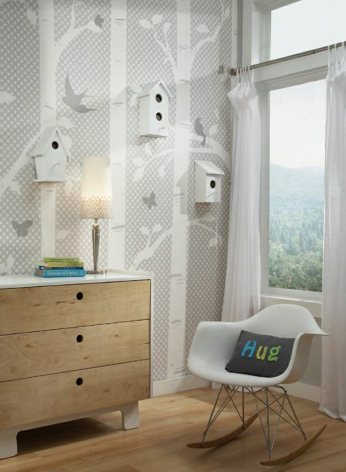 Kinderzimmer-Interieur-kreative-Wandgestaltung-weiße-dekorative-vogelhäuschen