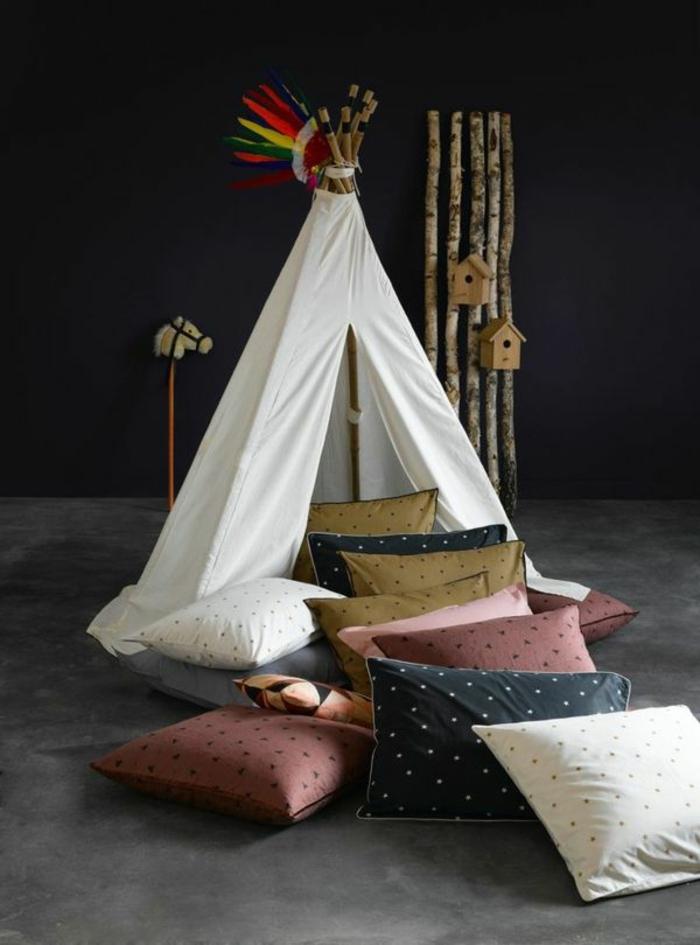 Kinderzimmer-indianischer-Stil-Zelt-viele-Kissen-Spielraum