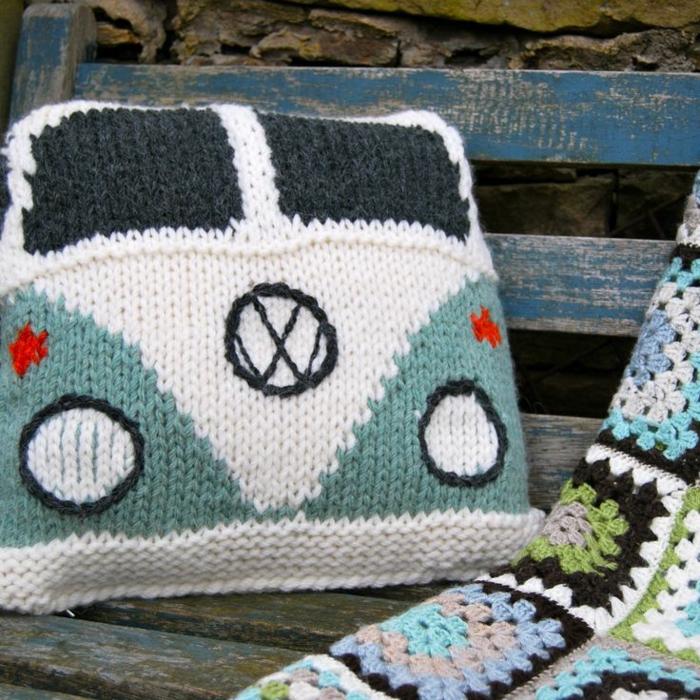 Kissen-stricken-handgemachtes-Kissen-VW-Autobus-Muster-kreative-lustige-Idee