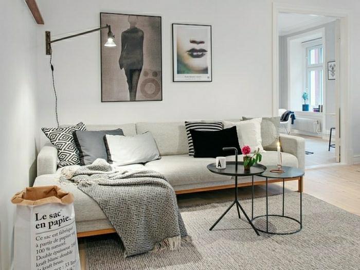 Lampe-Glühbirnenform-über-dem-sofa