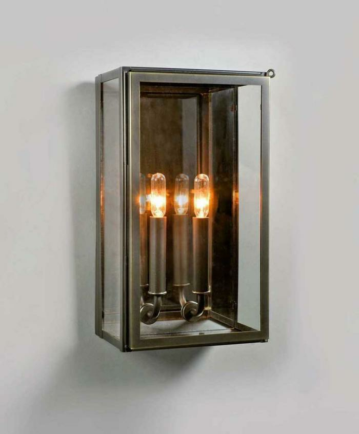 Lampe-Glühbirnenform-drei-mini-an-der-wand