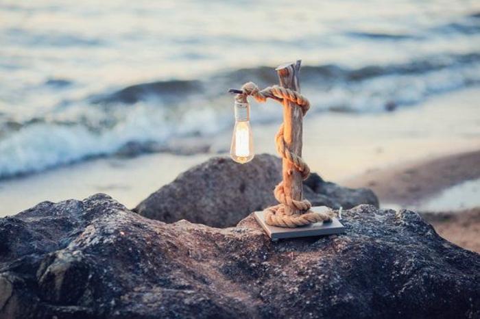 Lampe-Glühbirnenform-meer-und-seil