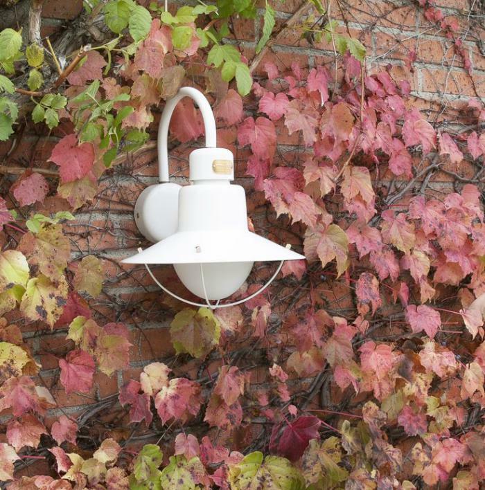 Lampe-Glühbirnenform-weiß-exterieur