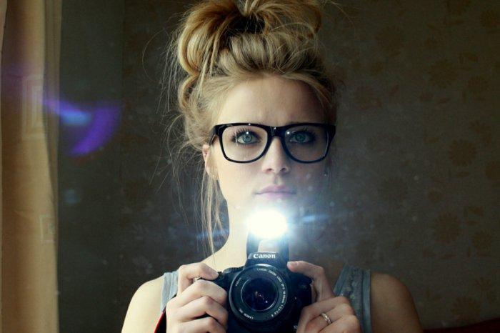 Mädchen-Camera-nerd-brille-hipster-style