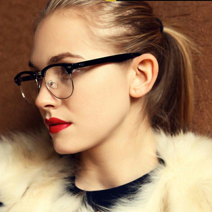Mädchen-rote-Lippen-nerd-brille