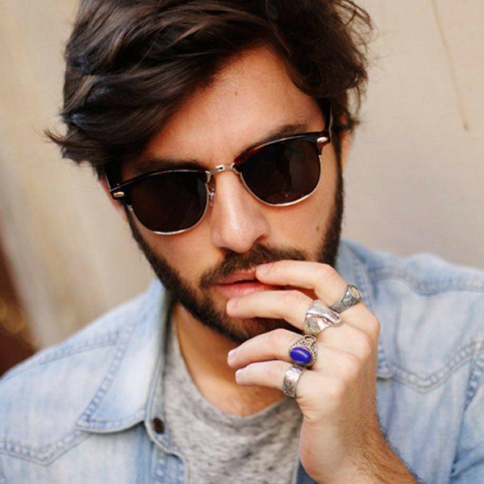 Mann-Hipster-Brille-extravagante-Ringe