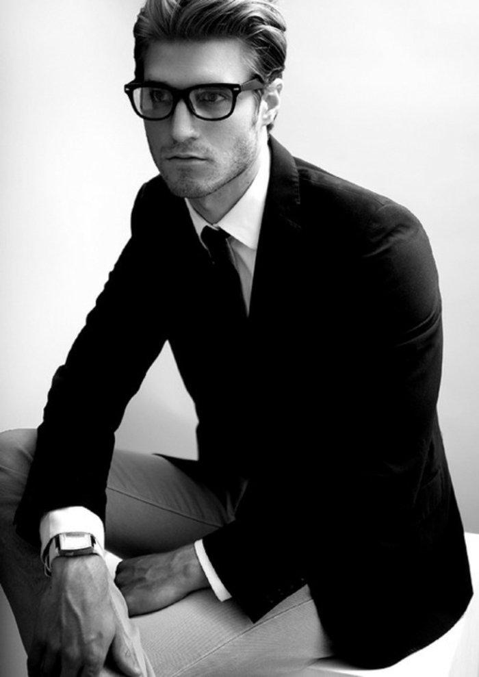 Mann-elegante-Kleidung-Hipster-Brille