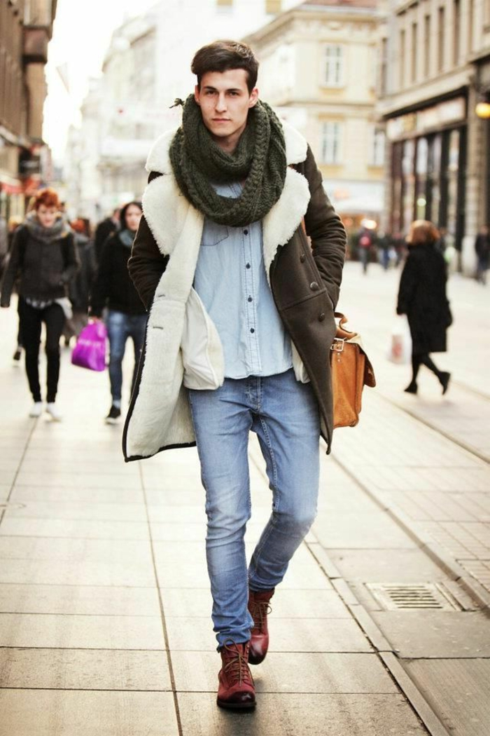 Mann-stilvoller-Outfit-Denim-Hemd-Jeans-gestrickter-loop-schal-Wintermantel