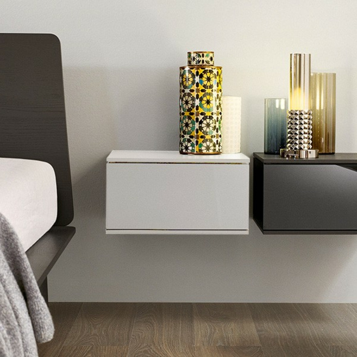 kommode wei an der wand h ngend die neuesten innenarchitekturideen. Black Bedroom Furniture Sets. Home Design Ideas