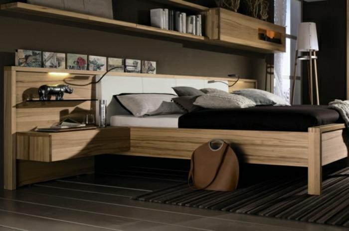 Nachtisch-zum-Einhängen-aus-holz-für-dunkles-schlafzimmer
