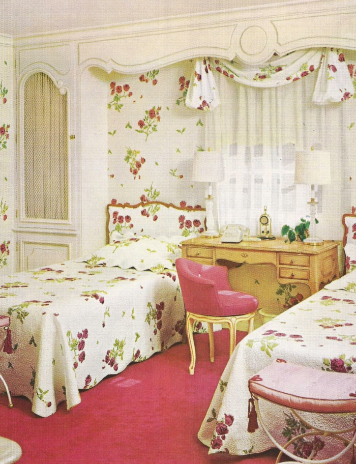 Schlafzimmer-Bettwäsche-Gardinen-Tapeten-vintage-Stil-gleiches-Muster