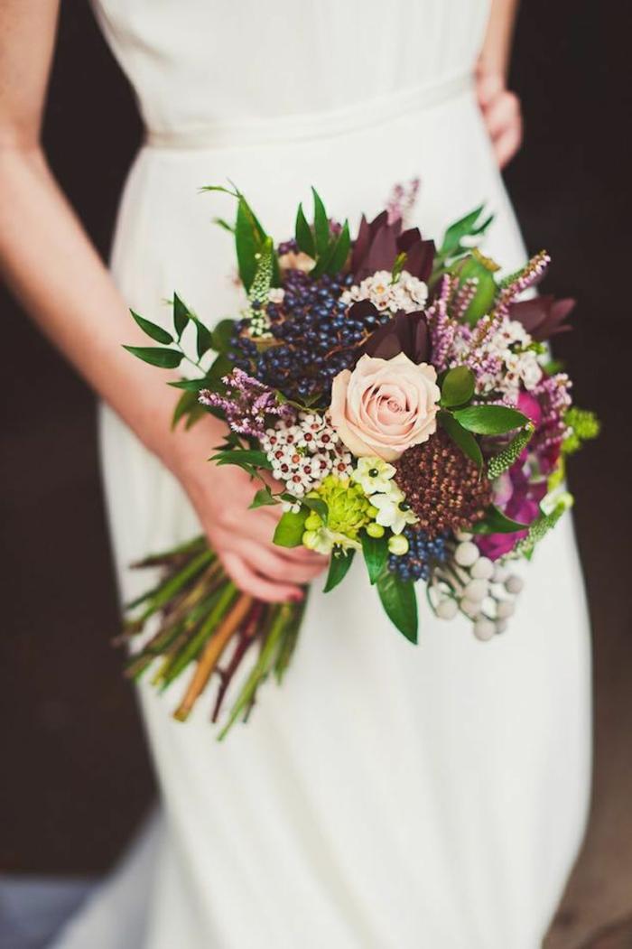 Strauß-für-Hochzeit-im-Herbst-schlichte-Farben-romantische-Idee