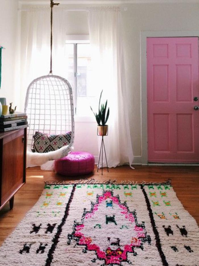 Teppich-bunte-Gestaltung-kreatives-Interieur-Schaukel