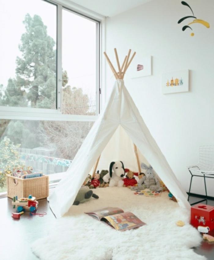 Tipi-Zelt-im-Kinderzimmer-Plüschtiere-Spielzeuge-Spielraum