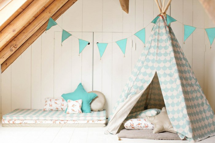 Tipi-Zelt-im-Kinderzimmer-originelle-Idee-Gemütlichkeit