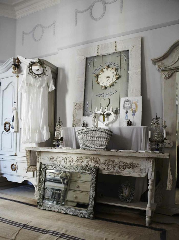 Toilettentisch-vintage-Dekoration-weisses-Kleid