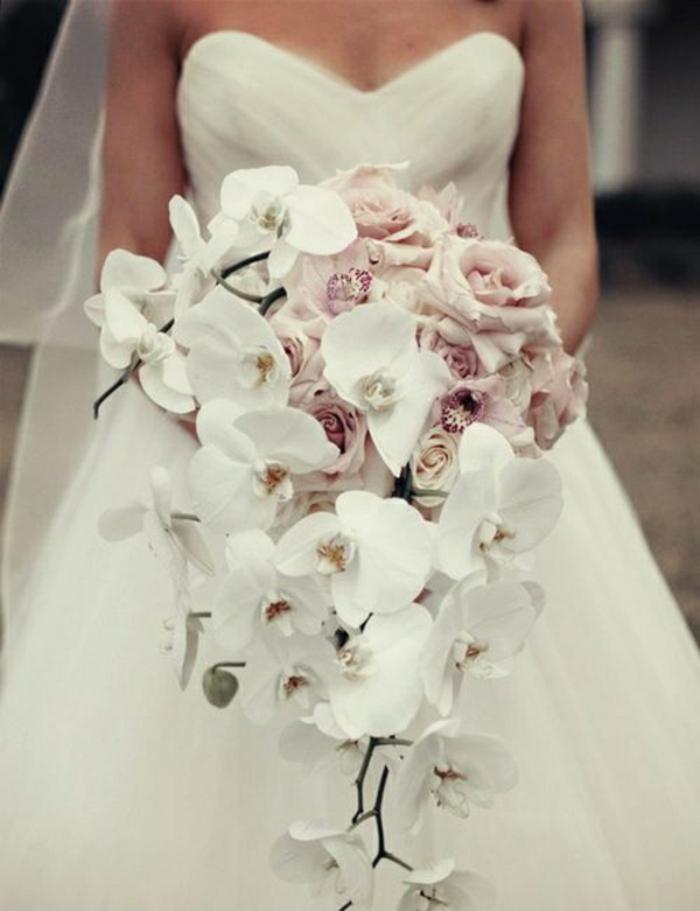Wasserfall-Brautstrauß-Rosen-Orchideen-weiß-rosa-romantisch-herrlich