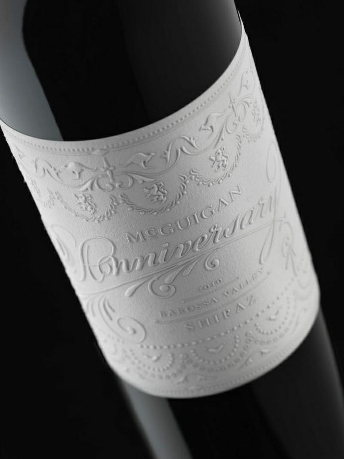 Weinflasche-personalisiert-Jahrestag-elegante-Gestaltung