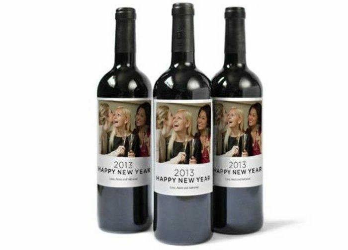 Weinflaschen-personalisierte-Etiketten-Neujahr-Foto-Freunden