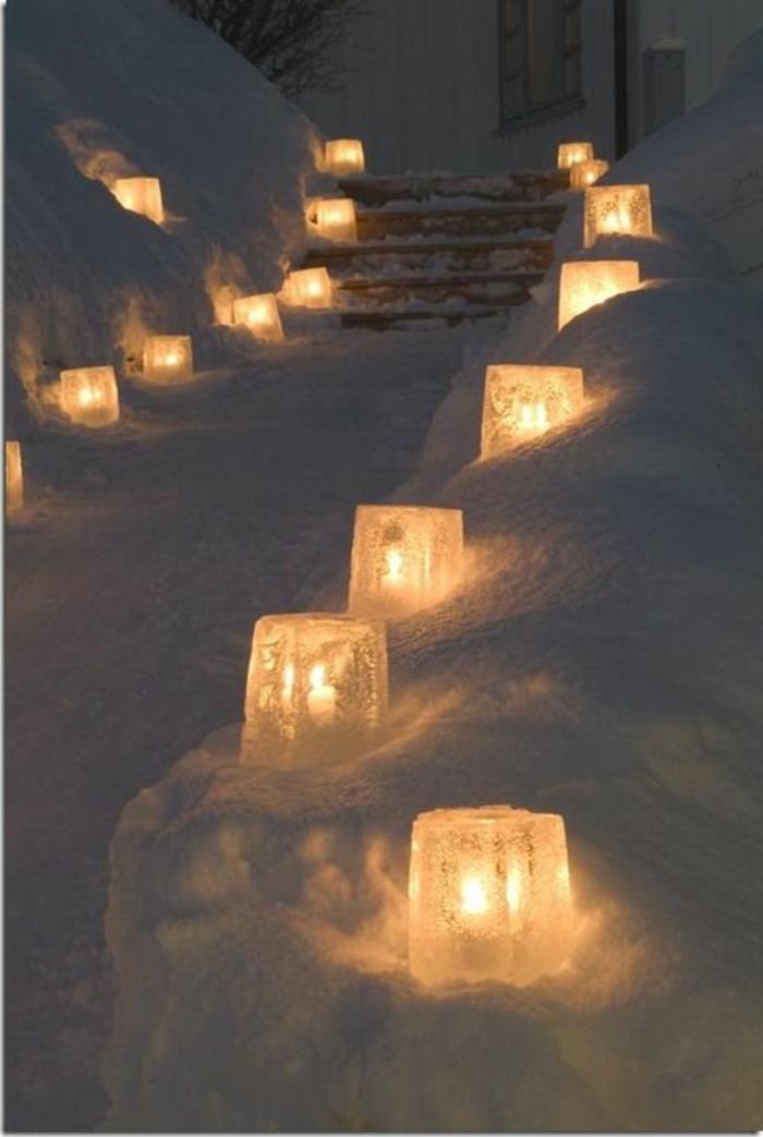 Winter-Dekoration-Eisblock-Laternen- Außenbeleuchtung-im-Schnee